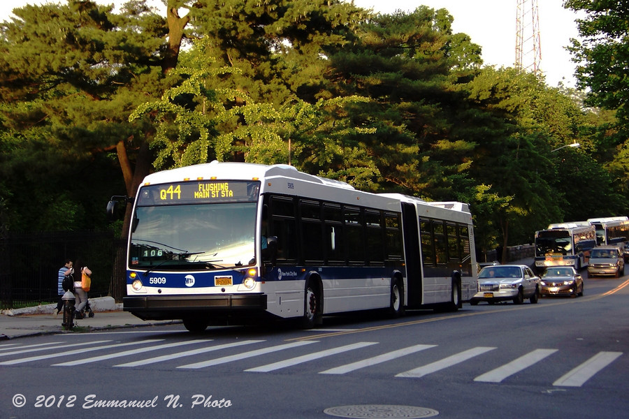 MTA NovaBus LFS Artic 5909 on the Q44 Limited