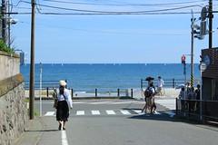 海の見える丁字路