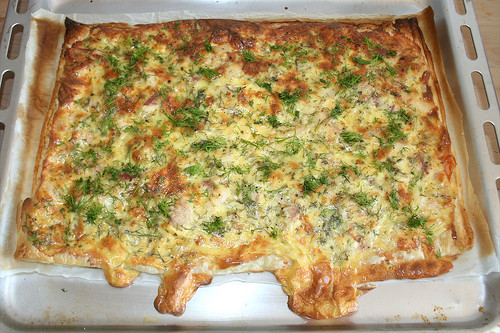26 - Schwedischer Lachskuchen (Schwedenpizza)  - Mit Dill garnieren / Swedish salmon tarte (Swedish pizza) - garnish with dill