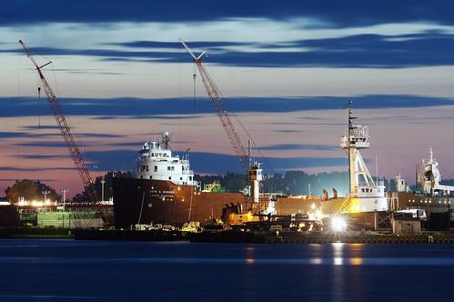 boat freighter laker sonynex5n lakemichigan night leicatelyt200mmf4520cm selfunloading longexposure greatlakes explore sunset