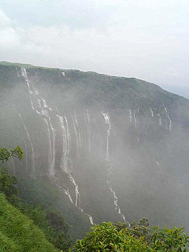 5-1-noshtihang falls