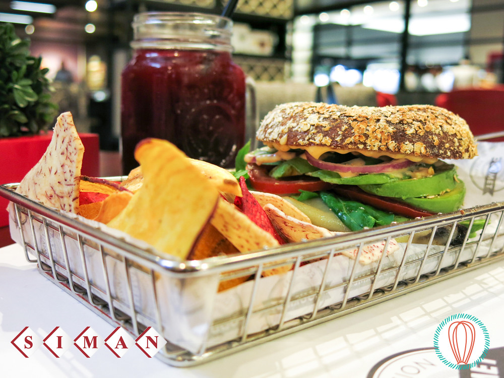 Estación Gourmet Siman: Vegetarian Sandwich and Korean Ribs