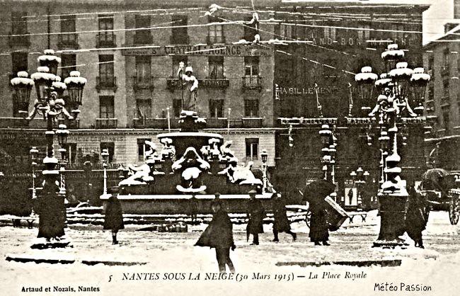 place Royale à Nantes recouverte de neige le 30 mars 1915 météopassion
