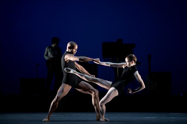 Eric Underwood and Lauren Cuthbertson dancing in Carbon Life © Bill Cooper/ROH 2012