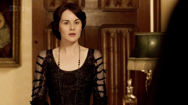 DowntonAbbey_Mary_blackevening_horizstripsonsleeves
