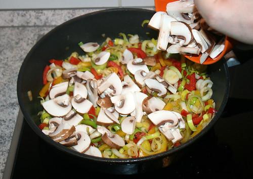 29 - Champignons hinzugeben / Add mushrooms