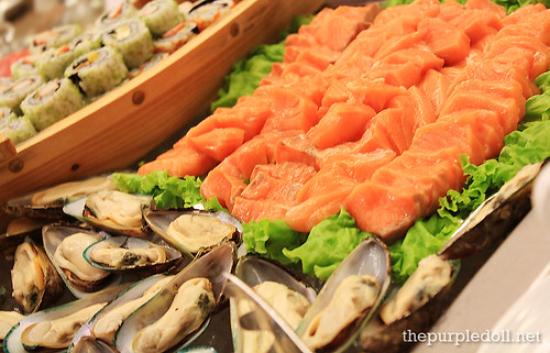 Salmon Sashimi and Cold Mussels