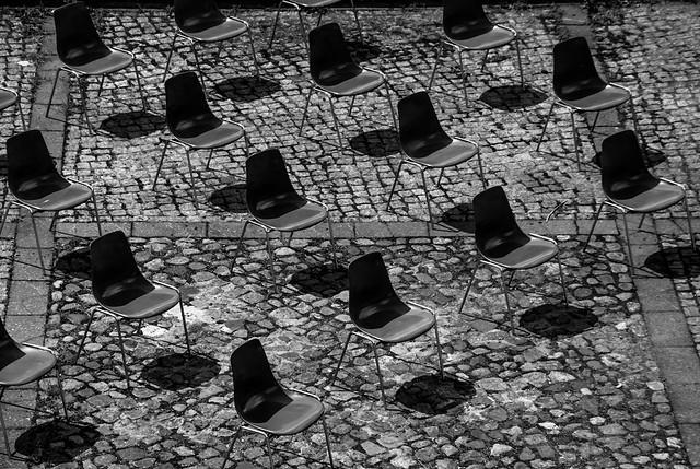 Stühle am Haus der Kulturen Berlin