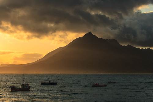 uk sunset sea mountain berg landscape boats boot bay scotland zonsondergang isleofskye unitedkingdom ships zee landschap baai schotland schip elgol verenigdkoninkrijk