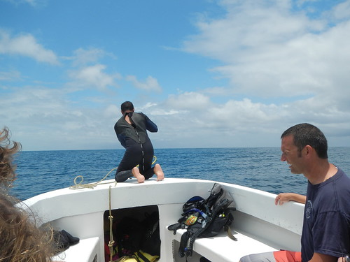 Mooring to buoy before dive outside reef