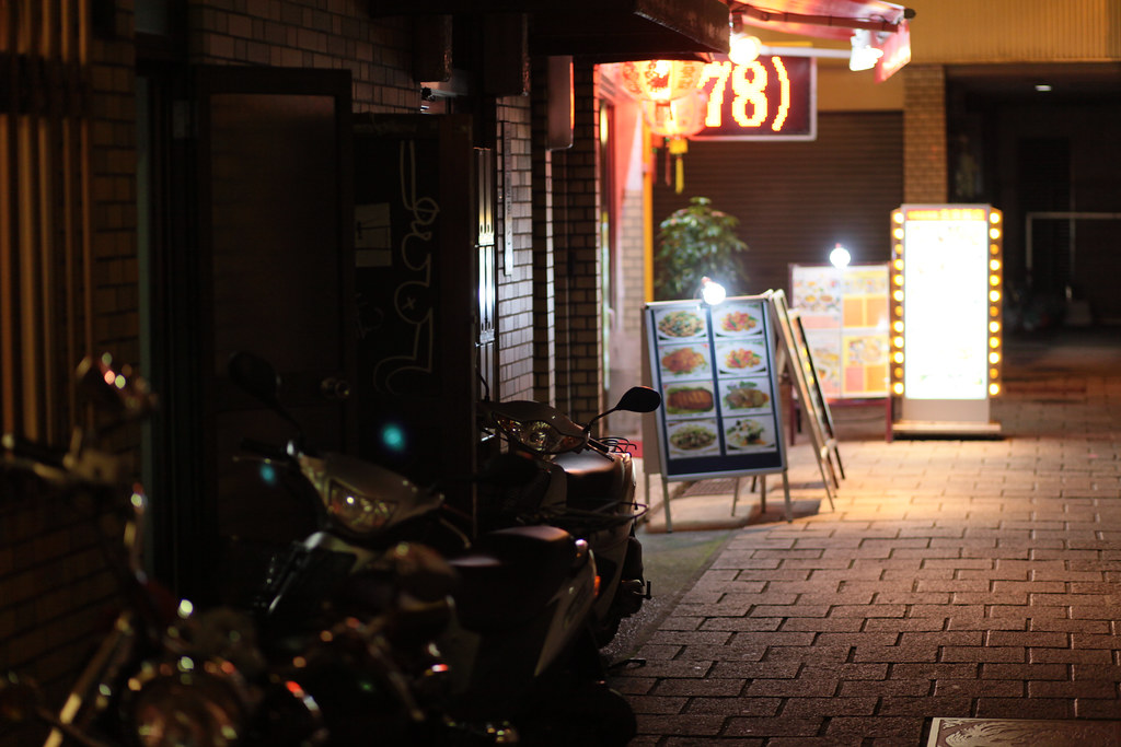 Sakaemachidori 1 Chome, Kobe-shi, Chuo-ku, Hyogo Prefecture, Japan, 0.013 sec (1/80), f/1.8, 85 mm, EF85mm f/1.8 USM