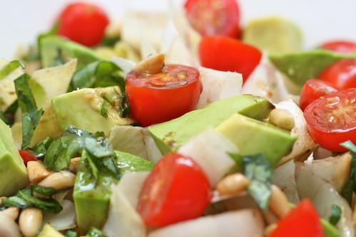 Endives, avocado and tomatoes