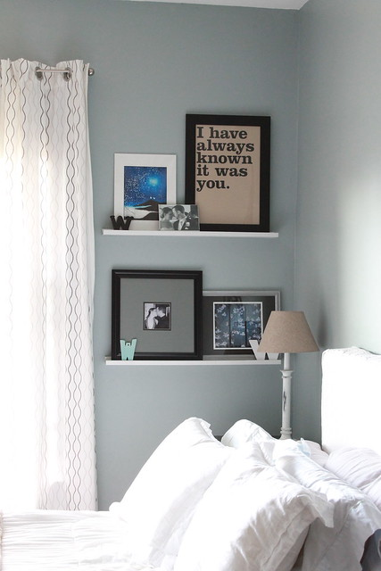 Wall shelves in bedroom decor adventures for Bedroom shelving ideas