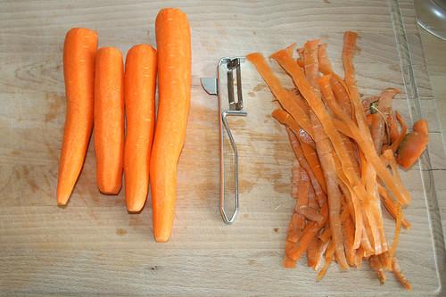 14 - Möhren schälen / Peel carrots