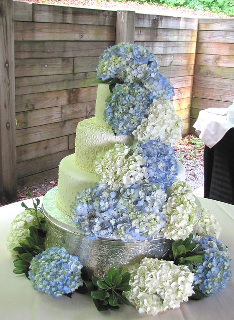 wedding cakes with hydrangeas hydrangea wedding cake a photo on flickriver 26041