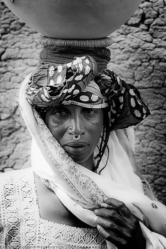 portrait of a woman of ethnic pehul in Djenne, sahel, mali by anthony pappone photographer