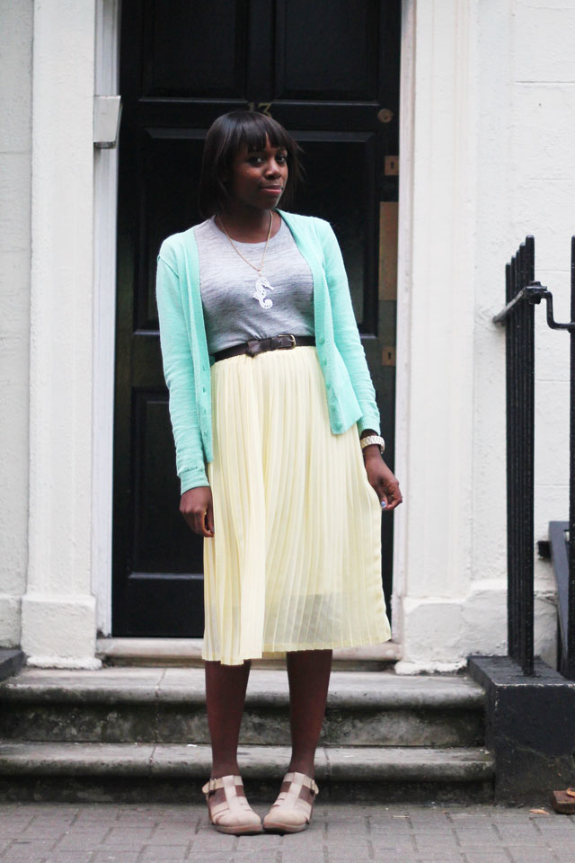 How to wear pastel colours