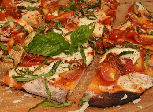 Edible Organic Green Tea Tomato Basil Pizza