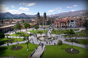 plaza-de-armas-cajamarca-peru2