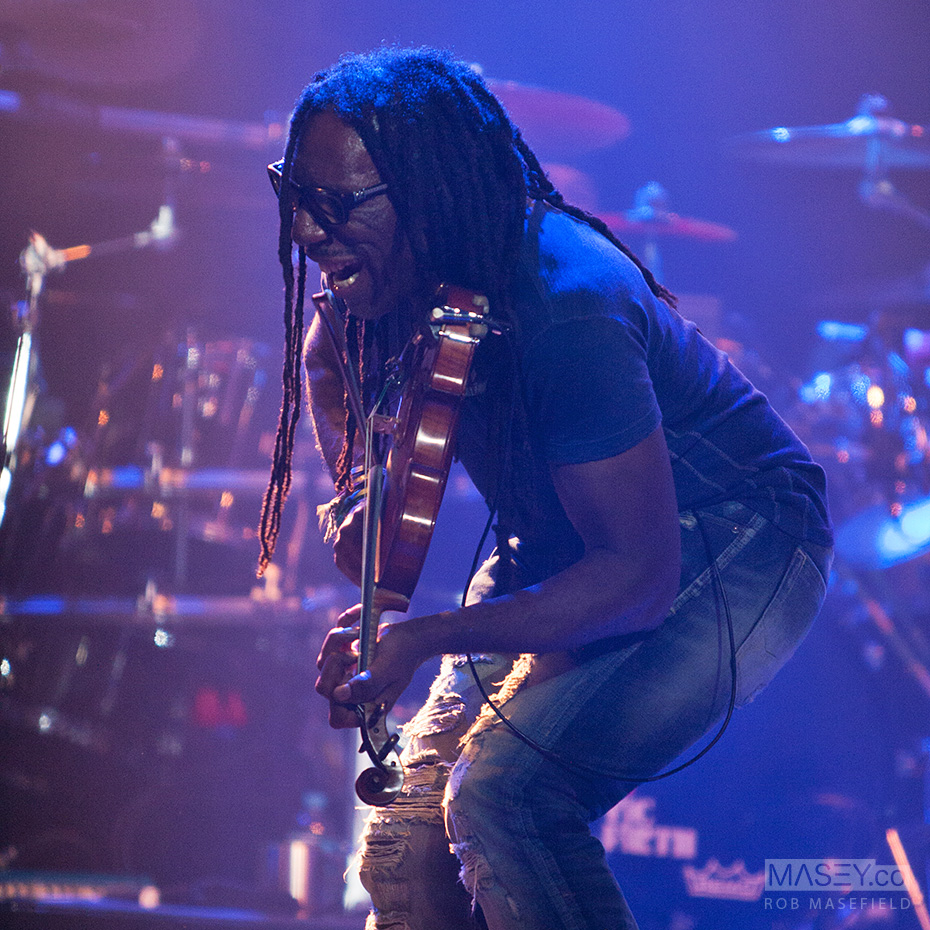 Boyd Tinsley lights up yet another violin solo.