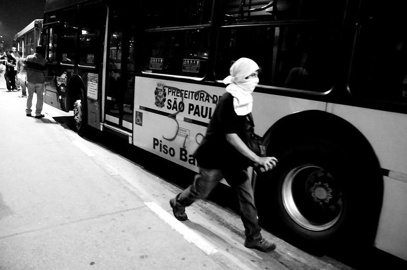 Protesto_em_ônibus_de_São_Paulo_2013