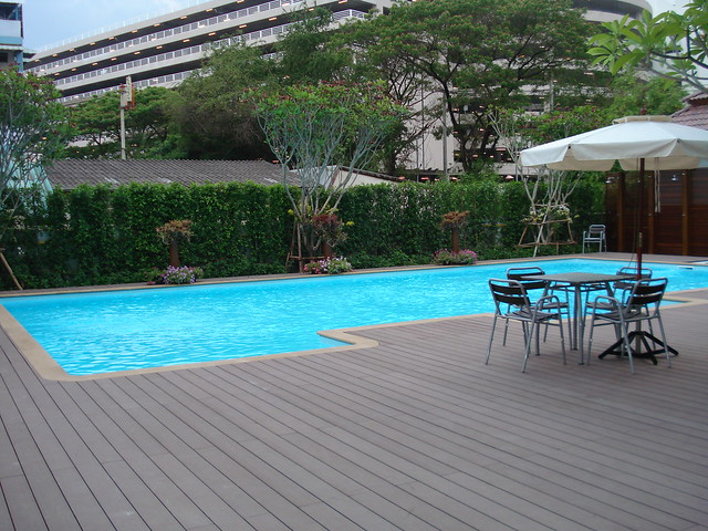 the pannarai hotel swimming pool2