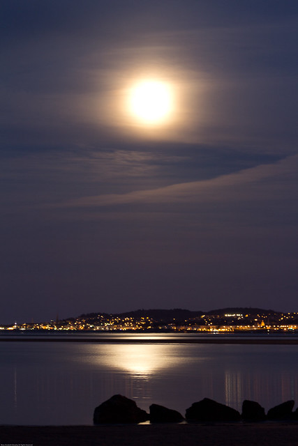 Supermoon 5-5-2012 Dublin Bay Southside.jpg