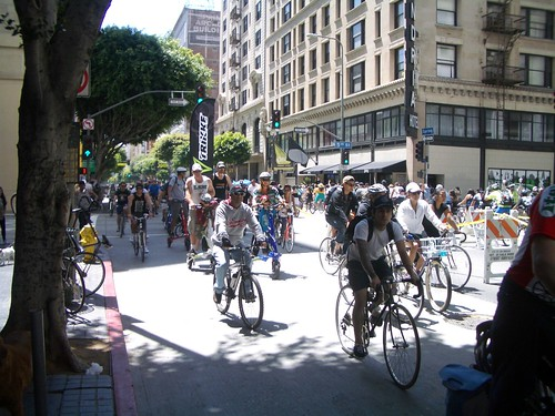 Bicycling hordes during CicLAvia