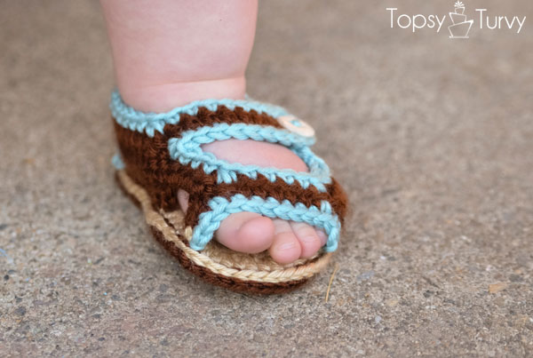 crochet-baby-sandals-finished-front