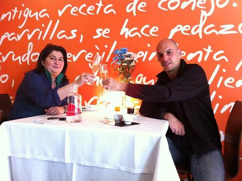 Logroño | Marisol Arriaga | Marisol Arriaga y Javier Leiva tomando cava
