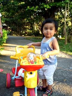 axel-1yr-10months-bike