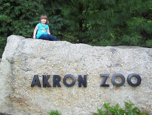 Lucy on the zoo sign