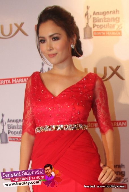 Siti Saleha Hot