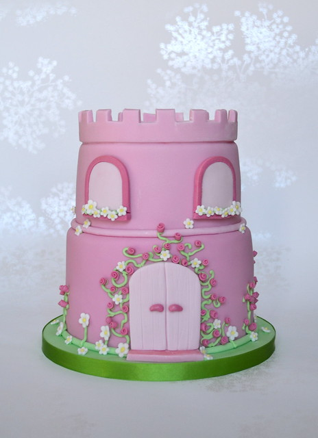Easy Castle Cakes for Girls http://www.flickr.com/photos/madebymariegreen/7145395211/