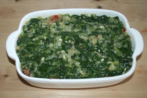 32 - Spinatsauce dazu geben / Add spinach sauce