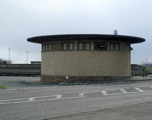 Toliet? Building, Promenade, Leven