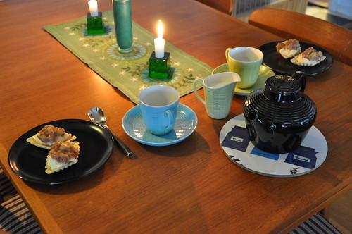 Mandelmusslor med vaniljkräm och rabarberkompott