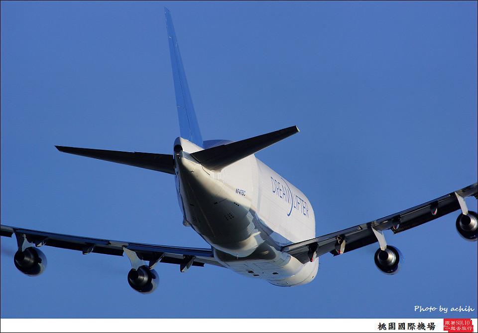 Boeing 747-409(LCF) Dreamlifter N747BC 013