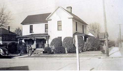 1943 2117 E Main St