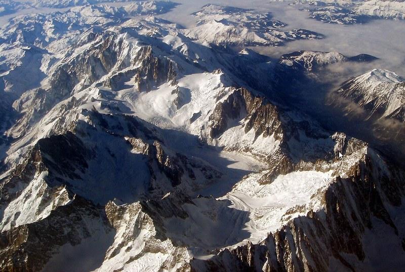 Il gruppo del M.Bianco dal finestrino dell'aereo. 7248542540_f57bfec38a_c