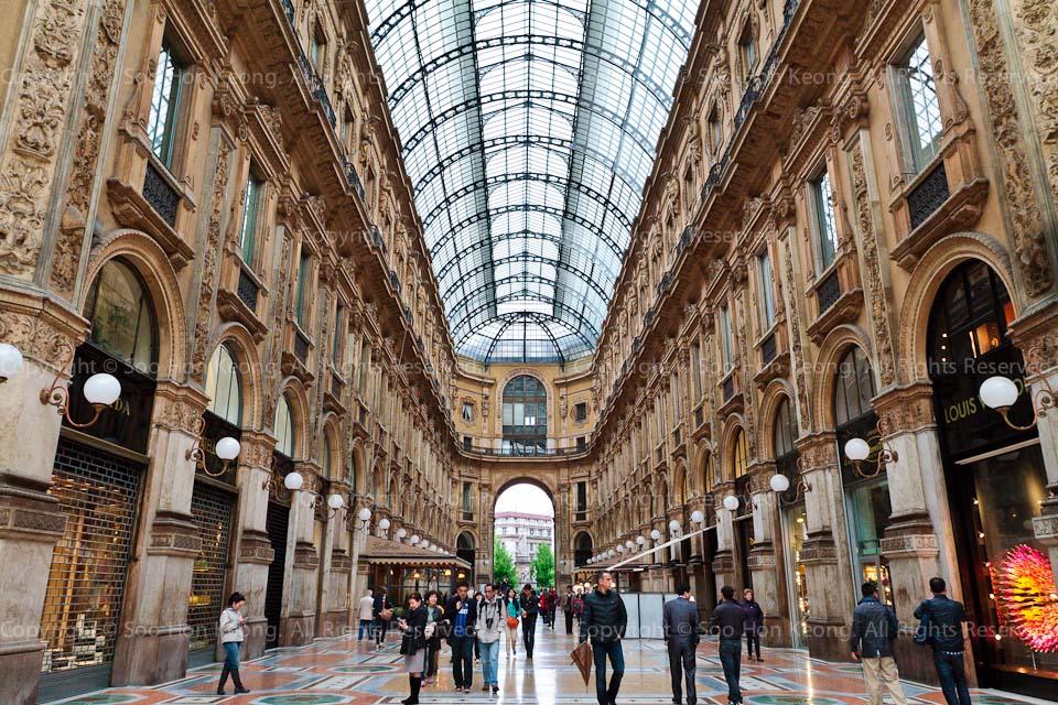Galleria Vittorio Emanuele II @ Milan, Italy
