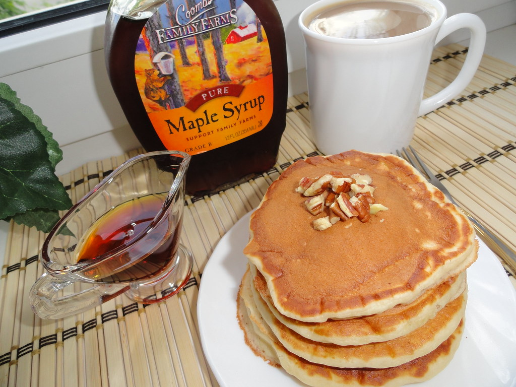 Pancakes with maple syrup & pecan