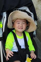 お母さんの麦わら帽子をかぶるよ!(2012/6/3)