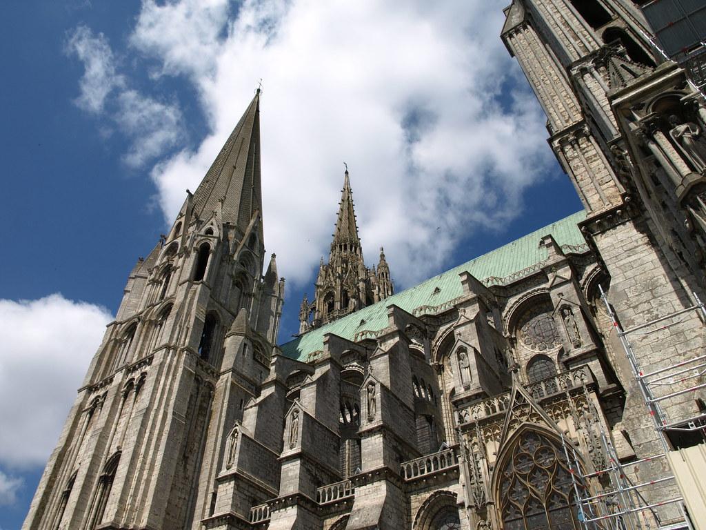 Chartres, cathédrale vue extérieure latérale.