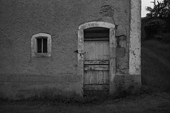 Door and window - Photo of Lamouilly