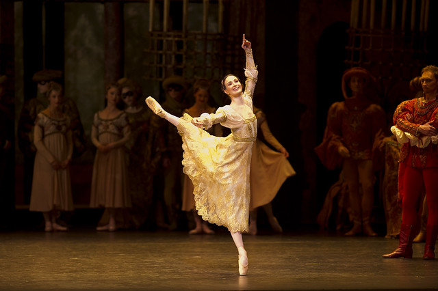 Lauren Cuthbertson as Juliet in Romeo and Juliet © Bill Cooper/ROH 2012