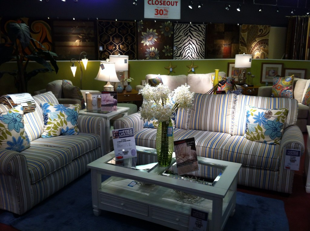 At American Signature furniture store. | Choosing the living ...