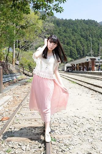 [フリー画像素材] 人物, 女性 - アジア, 台湾人, 鉄道・線路 ID:201203281800