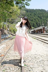 [Free Images] People, Women - Asian, Taiwanese People, Track (Rail Transport) ID:201203281800