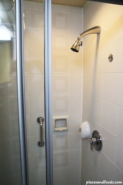 There was no bathtub and only with the standing shower.
